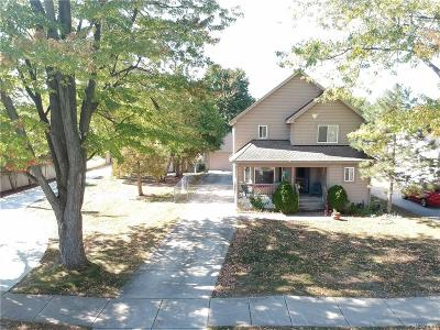 Livonia Single Family Home For Sale: 8887 Deering Street