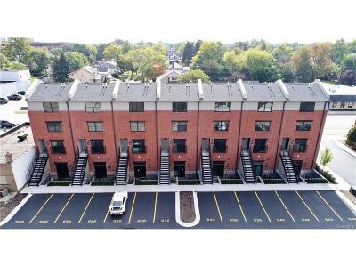 Royal Oak Condo/Townhouse For Sale: 638 W Eleven Mile Road