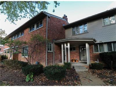 Bloomfield Hills Condo/Townhouse For Sale: 1064 Stratford Lane