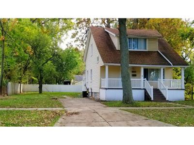 Dearborn Heights Single Family Home For Sale: 25721 Yale Street