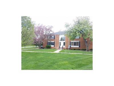BLOOMFIELD Condo/Townhouse For Sale: 614 E Fox Hills Drive