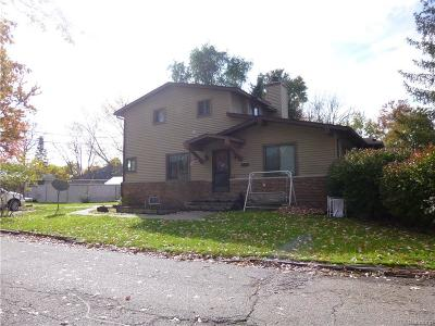 Waterford Twp Multi Family Home For Sale: 5401 Fleet Avenue