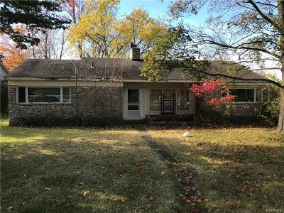 City Of The Vlg Of Clarkston Single Family Home For Sale: 6031 Middle Lake Road