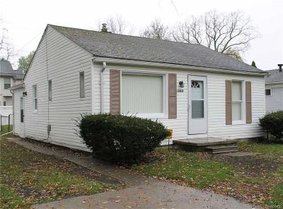 Farmington Hills Single Family Home For Sale: 21517 Jefferson Street