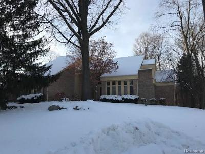 Bloomfield Twp Single Family Home For Sale: 322 Vailwood Court