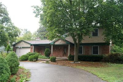 Bloomfield Twp Single Family Home For Sale: 1021 Brenthaven Drive