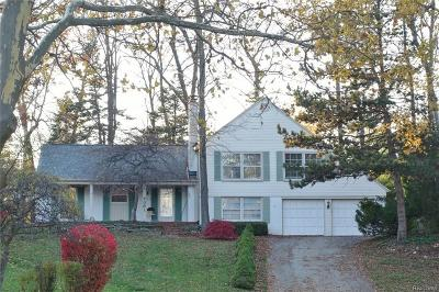 West Bloomfield Single Family Home For Sale: 4381 Somerville Drive