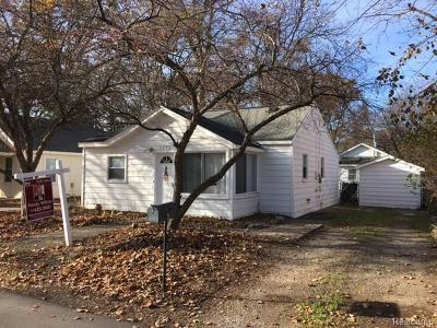Keego Harbor Single Family Home For Sale: 2490 Cass Lake Road