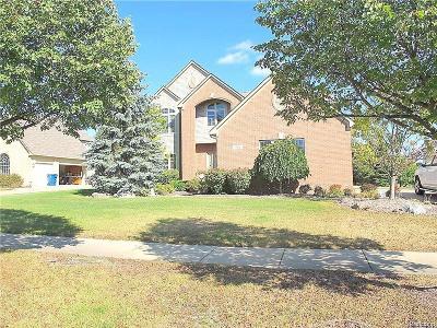 White Lake Single Family Home For Sale: 961 Denbar Court