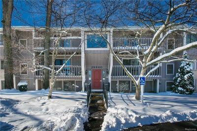 Farmington Hills Condo/Townhouse For Sale: 29860 W Twelve Mile Road
