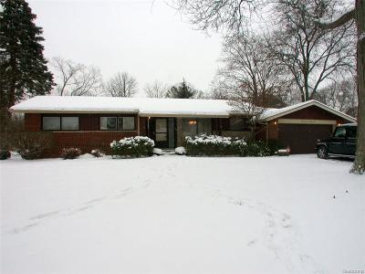 Farmington, Farmington Hills Single Family Home For Sale: 32121 Red Clover Road