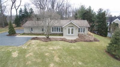 Bloomfield Twp Single Family Home For Sale: 4779 Walnut Lake Road
