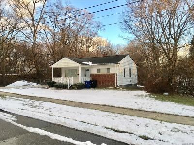 Redford Twp Single Family Home For Sale: 24461 Midland