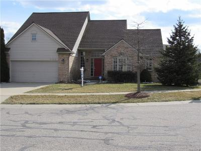 Rochester Hills MI Single Family Home For Sale: $355,900