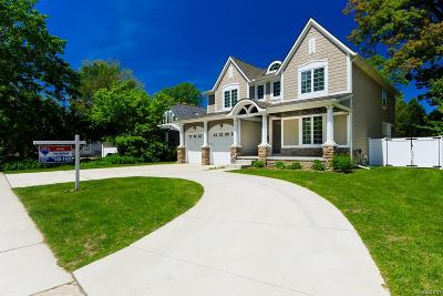 Royal Oak Single Family Home For Sale: 421 Gardenia Avenue