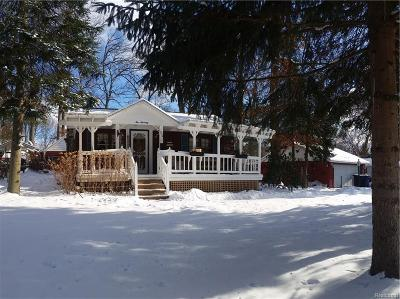 White Lake Single Family Home For Sale: 570 Elkinford Drive