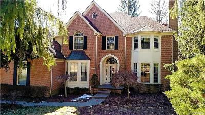 West Bloomfield, West Bloomfield Twp Single Family Home For Sale: 7561 Knoll Crest Drive