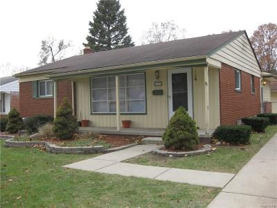 Livonia Single Family Home For Sale: 17535 Rougeway Street