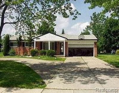Farmington, Farmington Hills Single Family Home For Sale: 27996 W Eleven Mile Road