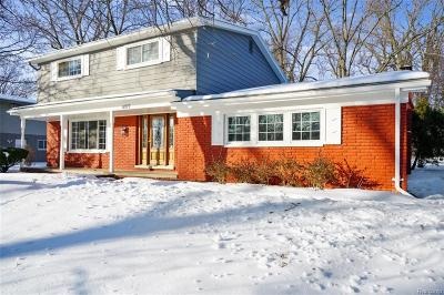 Bloomfield Twp Single Family Home For Sale: 6977 Cedarbrook Drive
