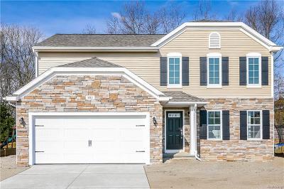 Brandon Twp Single Family Home For Sale: 402 Ridgewood Drive S