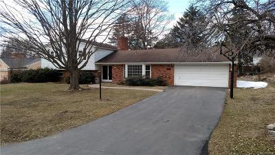 Bloomfield Twp Single Family Home For Sale: 6724 Woodbank Drive