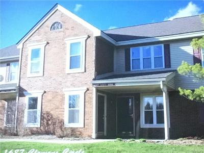 Rochester Hills Condo/Townhouse For Sale: 1687 Clemens Circle