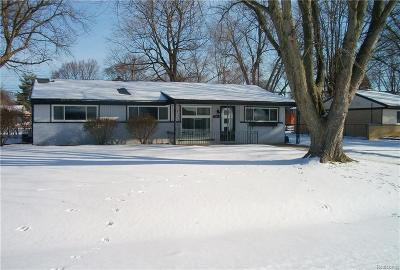 Oakland County Single Family Home For Sale: 2416 Empire Drive