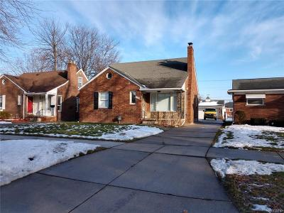 Oakland County, Macomb County, Wayne County Single Family Home For Sale: 21185 Woodmont Street