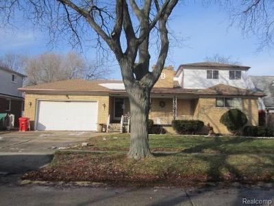 Warren, Eastpointe, Roseville, St Clair Shores Single Family Home For Sale: 22417 Marine Avenue