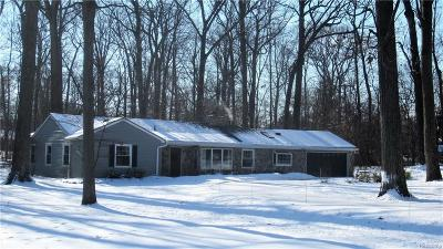 Bloomfield Twp MI Single Family Home For Sale: $384,000
