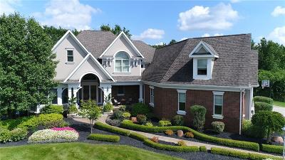 Oakland County Single Family Home For Sale: 2266 Meadow Court