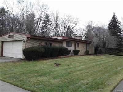 Wayne County, Oakland County Single Family Home For Sale: 24811 Lyndon