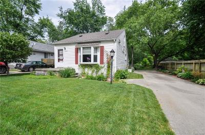Farmington Hills Single Family Home For Sale: 21620 Jefferson Street