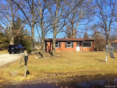 Walled Lake Single Family Home For Sale: 352 Gamma Road
