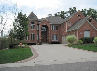Commerce Twp Single Family Home For Sale: 1891 Cedarbend Court
