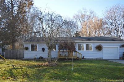 Algonac MI Single Family Home For Sale: $124,900