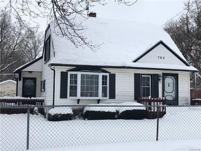 Pontiac Single Family Home For Sale: 765 Stirling Street