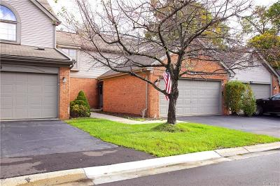 Brighton Condo/Townhouse For Sale: 963 Woodridge Hills Drive