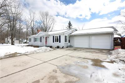 Commerce Twp MI Single Family Home For Sale: $199,900