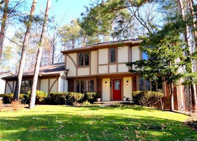City Of The Vlg Of Clarkston, Clarkston, Independence Twp Single Family Home For Sale: 8102 Fawn Valley Drive