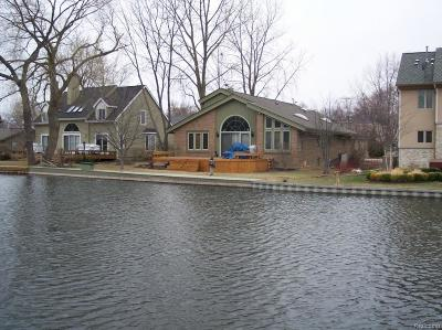 Keego Harbor Single Family Home For Sale: 1635 Maddy Lane
