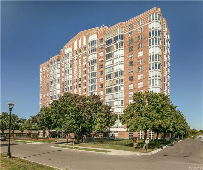 Detroit Condo/Townhouse For Sale: 250 E Harbortown Drive #305