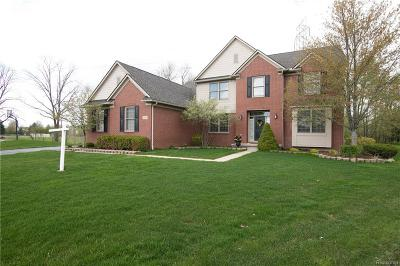 Oakland Twp Single Family Home For Sale: 4455 Woodcliff Court