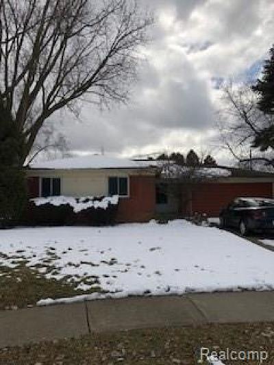 Auburn Hills Single Family Home For Sale: 720 Hamlet Court