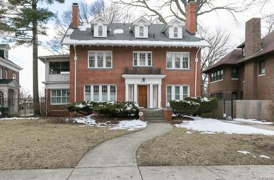 Detroit Single Family Home For Sale: 2923 Iroquois Street