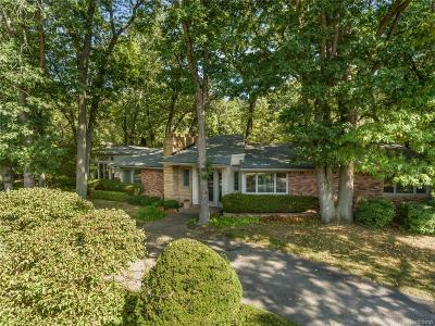 Bloomfield Hills Single Family Home For Sale: 1930 Hillwood Drive