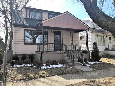 Hazel Park Single Family Home For Sale: 321 W Bernhard Avenue W
