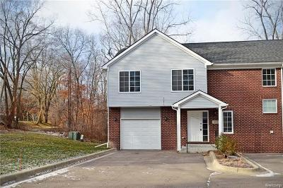 Walled Lake Condo/Townhouse For Sale: 2038 Decker Road