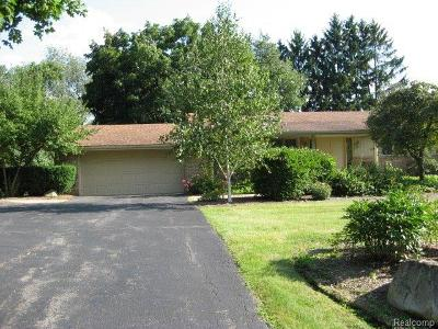 Bloomfield Twp Single Family Home For Sale: 5214 Clarendon Crest Court